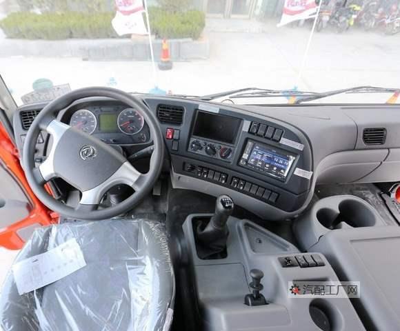 东风天龙驾驶室半环绕式仪表板图片
