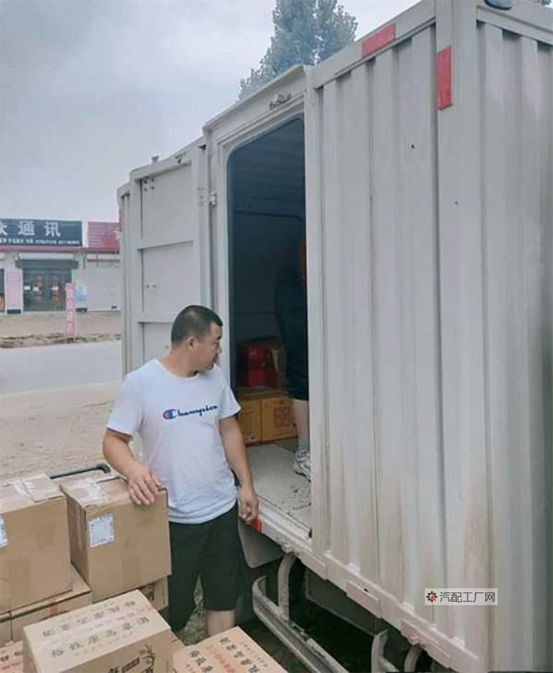 刘乐的货车卸货