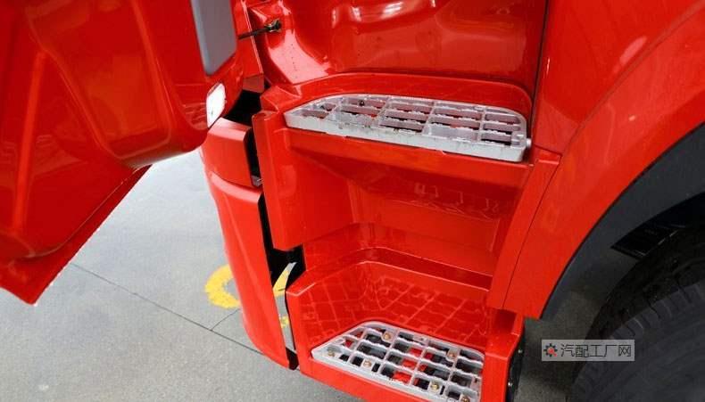 东风华神T7驾驶室蹬车踏板