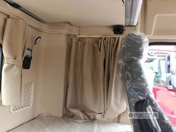 德龙X5000驾驶室后排卧铺