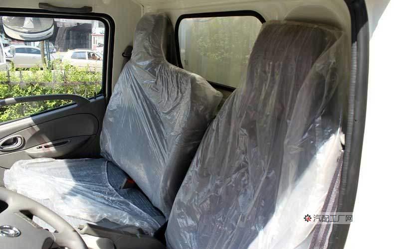 东风凯普特E280驾驶室可以乘坐2人