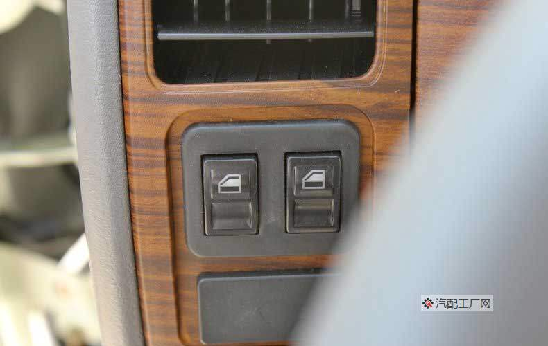东风凯普特E280电动车窗的控制按钮