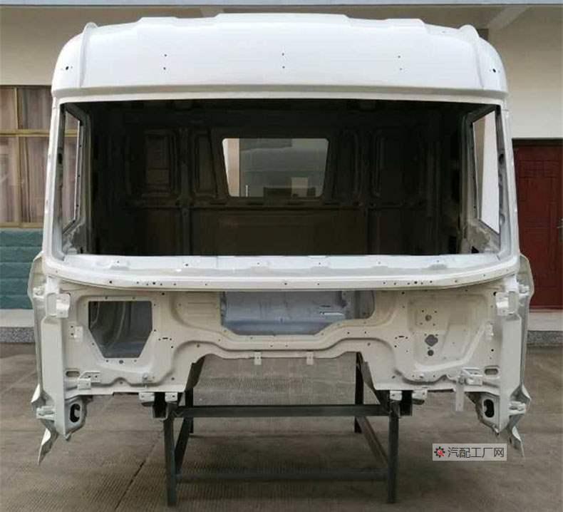 三一英杰版驾驶室空壳(玉白色)正面图