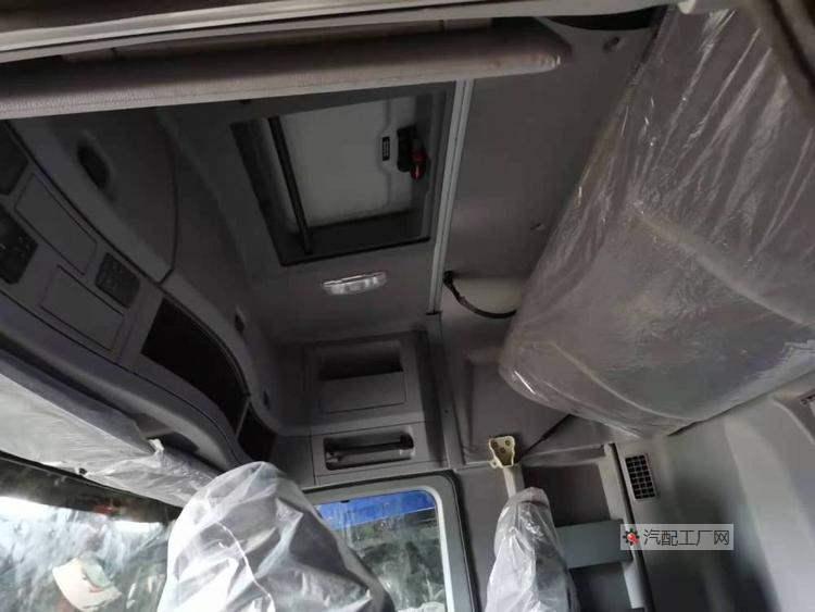 福田欧曼GTL驾驶室总成内饰车顶默认配置